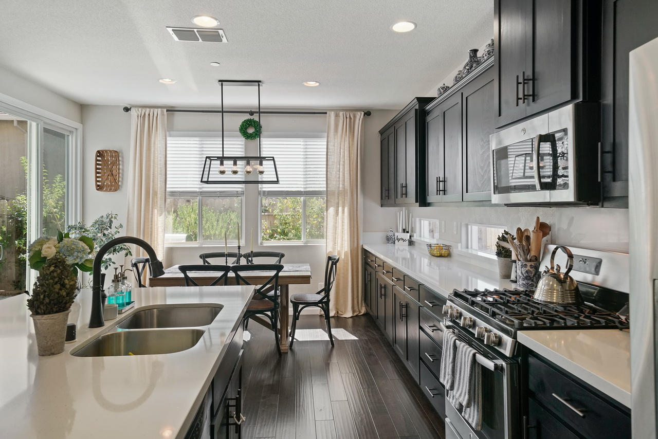 IMAGE: http://www.ethereality.info/ethereality_website/photography/a7RII/real_estate/interior/12_2.jpg
