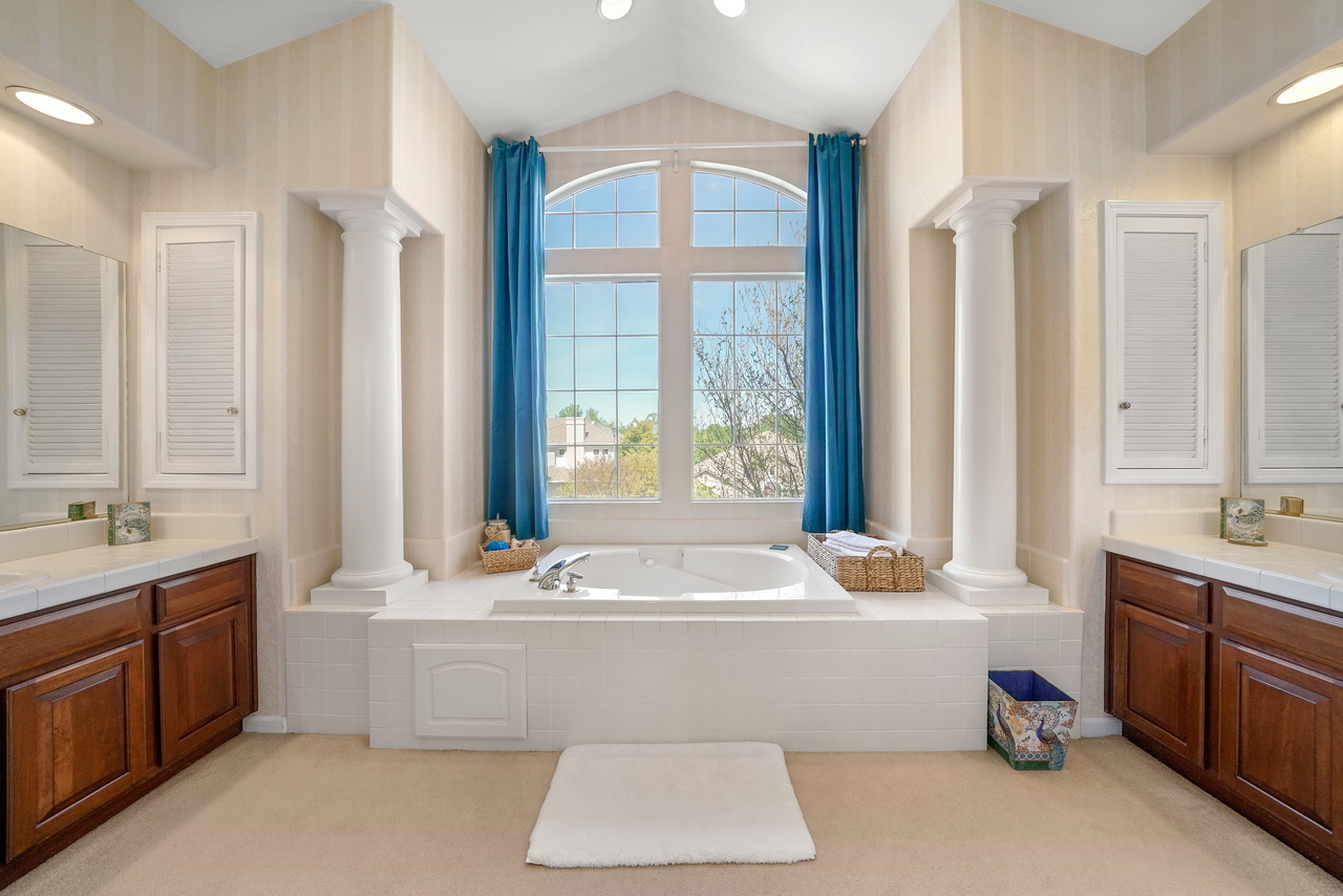 IMAGE: http://www.ethereality.info/ethereality_website/photography/a7RII/real_estate/interior/35.jpg